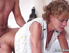 Amateur granny masturbating towel and mom hairy comrade stuck in the BWK