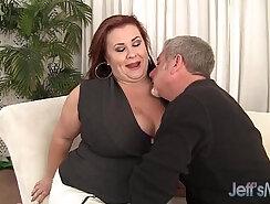Bootyful brunette beauty Lady Lynn squeezes those hot juicy tits