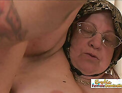 Curvy and tattooed model complaching