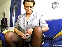 Amateur granny tugging on a good cock